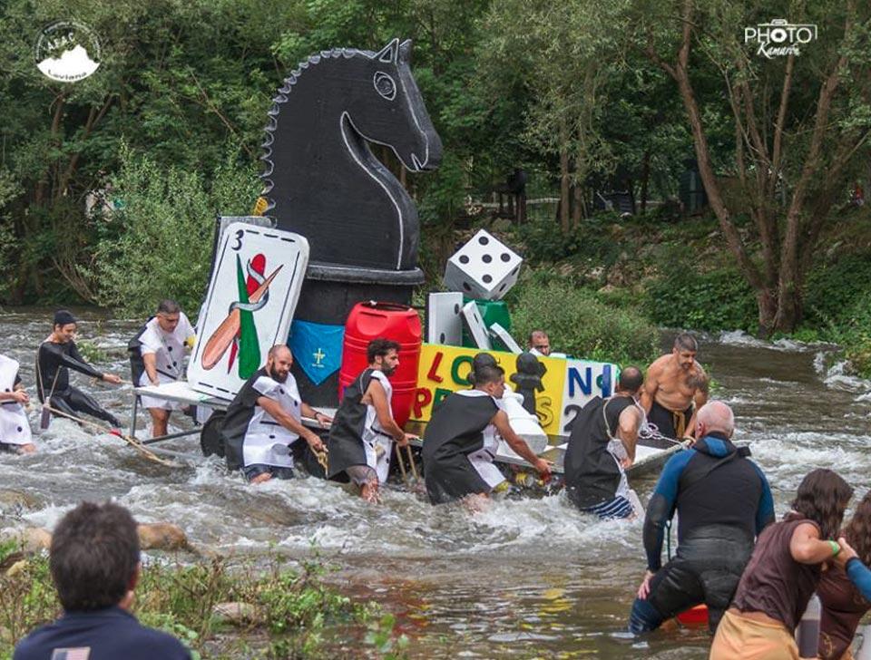 Peña Los Peores descendiendo el río en el 2018