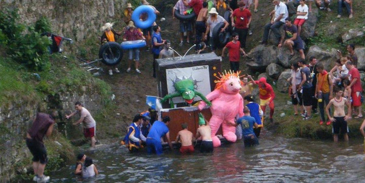 Peña EL Chalanín preparándose para entrar en el río
