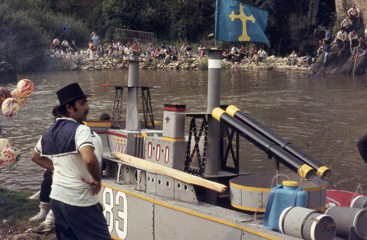 Embarcación en forma de fragata