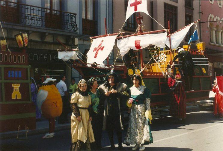 Peña Piles, con la embaraciones de las tres carabelas de Colón